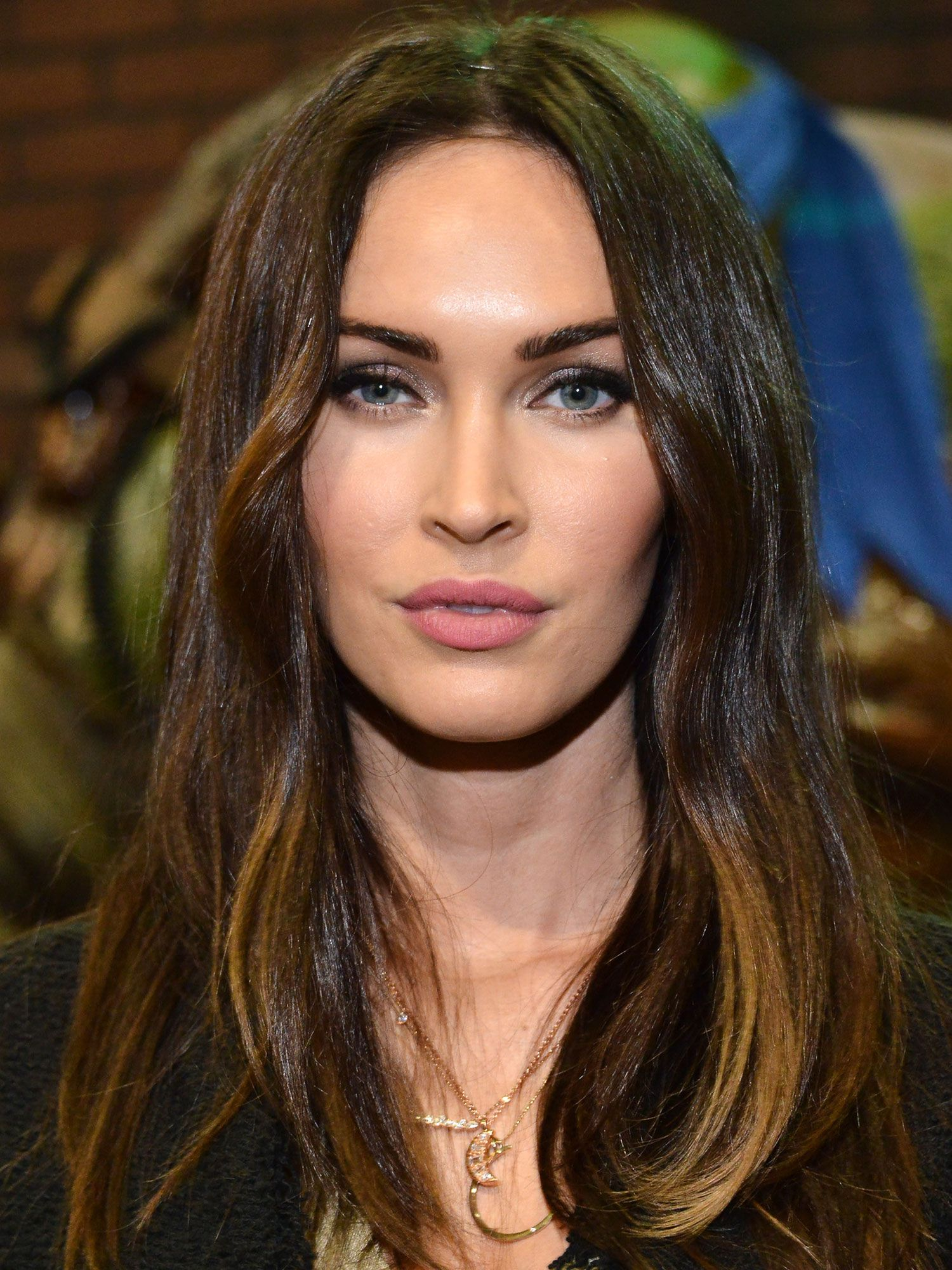 16 Easy Long Hairstyles for Oval Faces