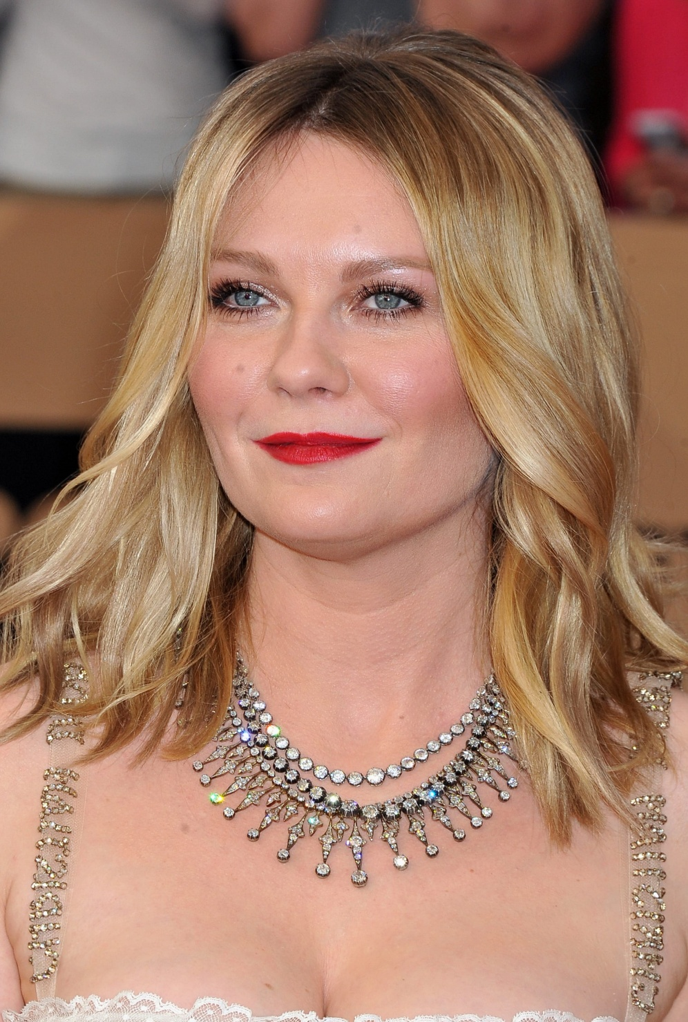 20 Shoulder-Length Hairstyles That Will Actually Make You ...